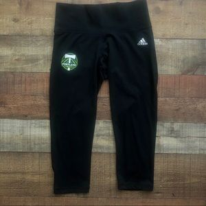 Adidas Climalite Timbers black capris size Small